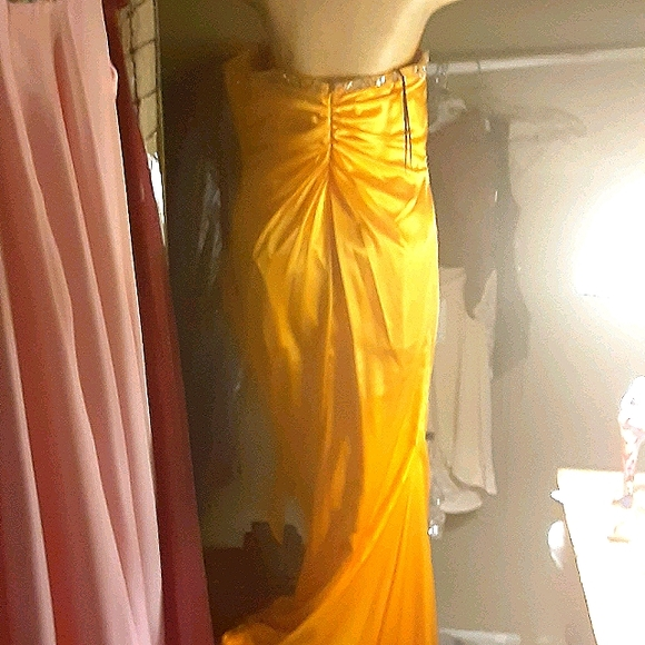 Size 8 Dramatic Yellow Satin Gown